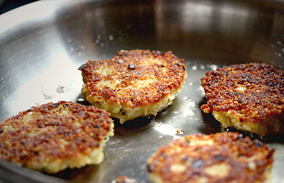 Spicy Quinoa Patties | SoupAddict.com
