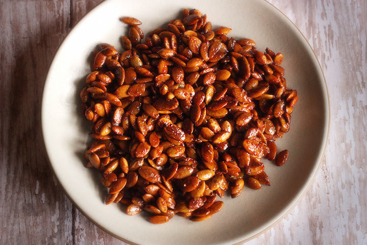 Honey Sriracha Roasted Pumpkin Seeds by SoupAddict.com