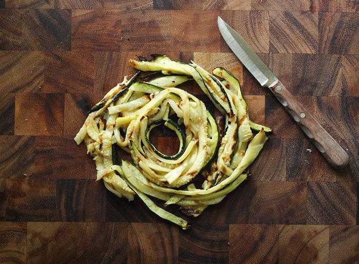 Zucchini Noodle Bowl | SoupAddict.com