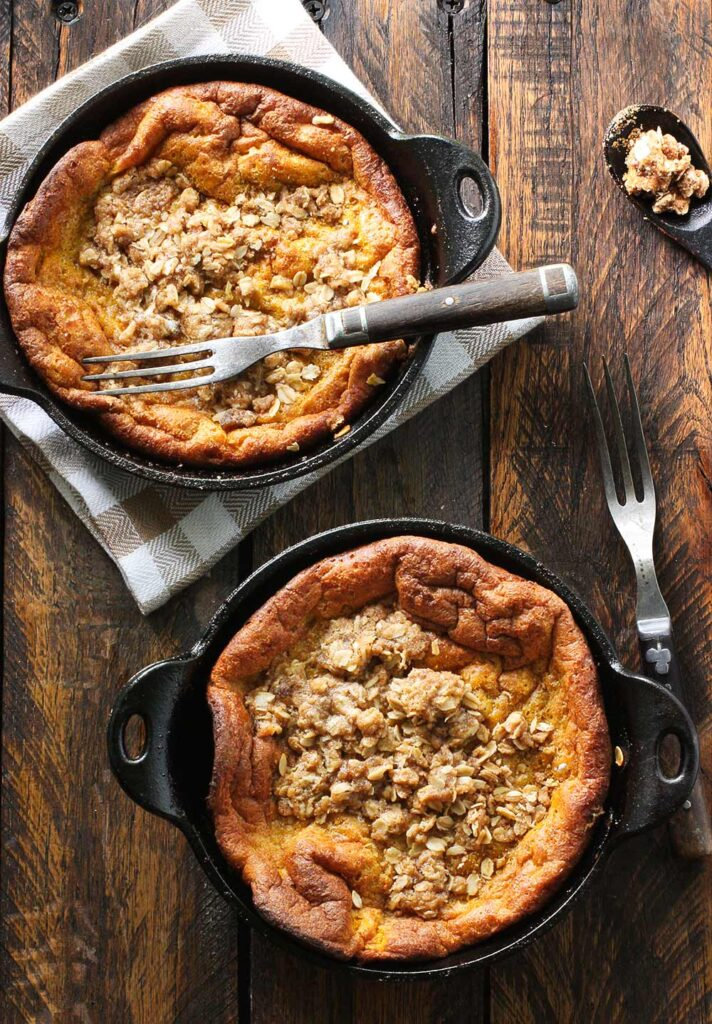 Pumpkin Pie Dutch Babies with Cinnamon Streusel | SoupAddict.com
