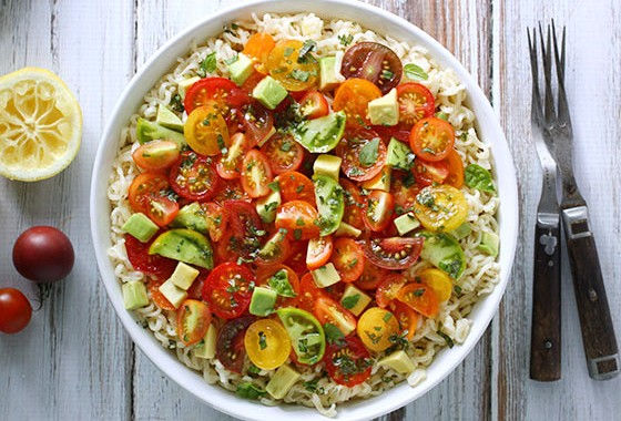 avocado-cherry-tomato-ramen-noodle-bowl-featured
