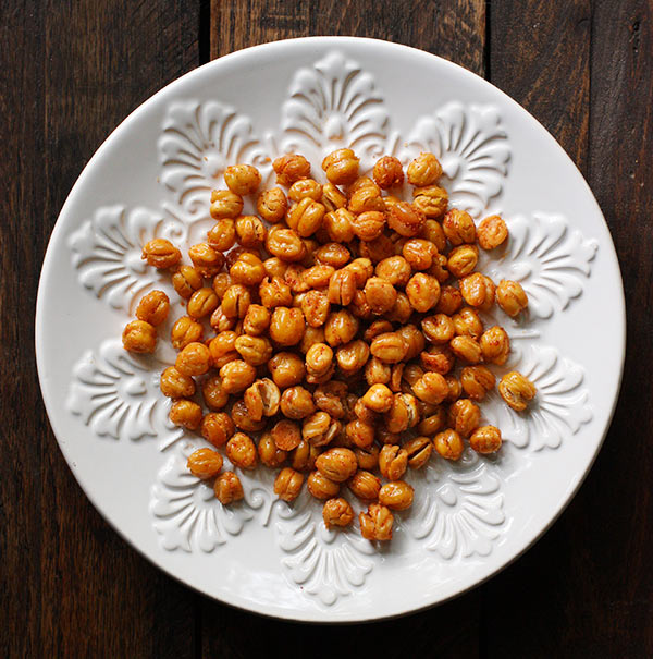 The Best Oven Roasted Chickpeas from SoupAddict.com.  Learn the secret to crispy, oven roasted chickpeas, with storage tips.