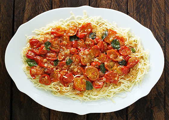 Angel Hair Pomodorino - 5 ingredients and 30 minutes is all you need for a deliciously simple fresh cherry tomato and pasta dish.